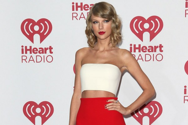 taylor-swift-red-skirt-calvin-klein