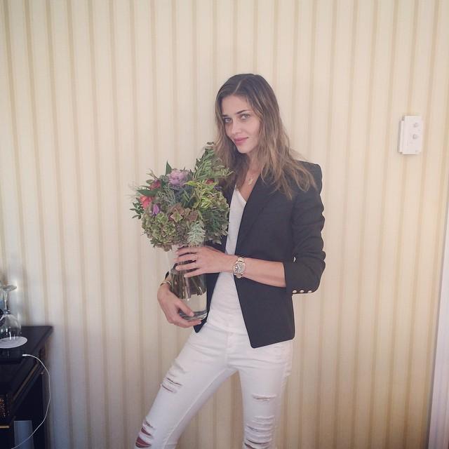 Ana Beatriz Barros got some flowers