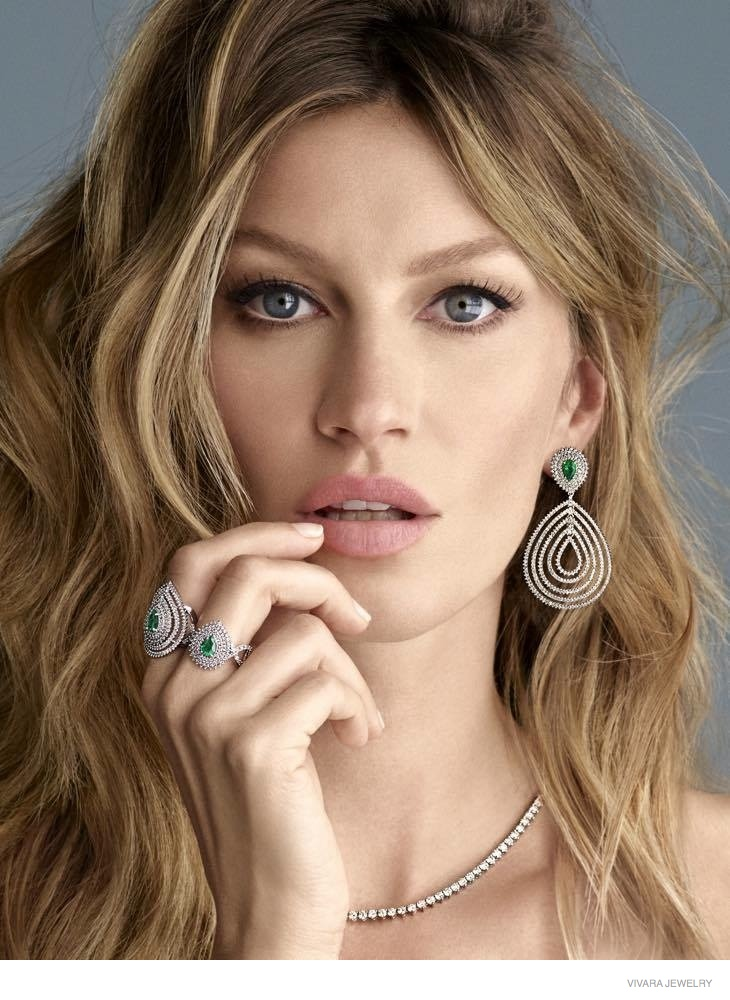 Gisele Bundchen Shines in Vivara Jewelry Christmas 2014 Ads