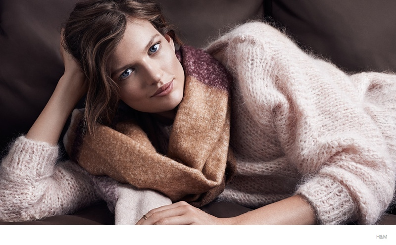 Bette Franke Wears Cozy Fall Knitwear Looks for H&M