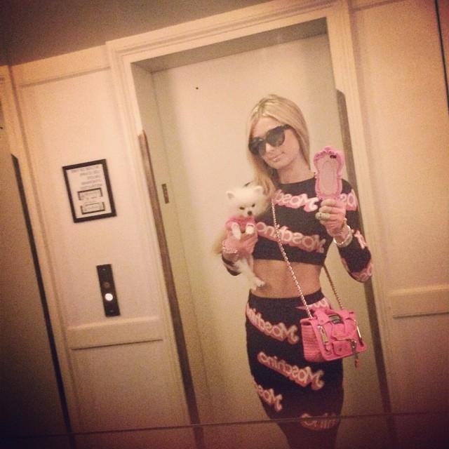 paris-hilton-moschino-top-skirt-look3