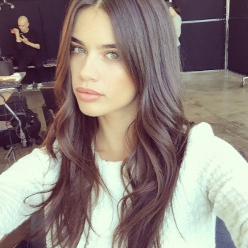 "Sara Sampaio hits back at Jezebel for writing an article that says she ""hates"" herself in the title. Photo: Instagram"
