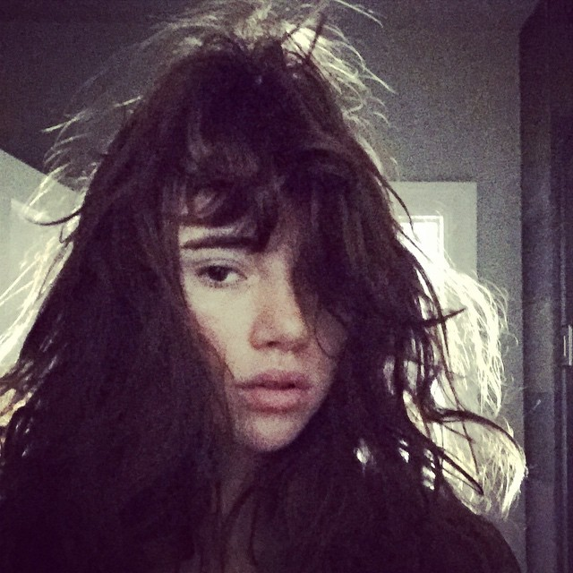 Suki Waterhouse shows off her new brown hair
