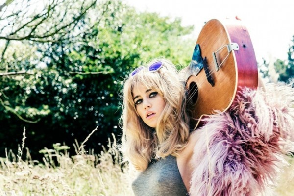 suki-waterhouse-2014-photoshoot09