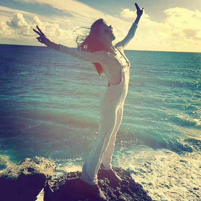 Alessandra Ambrosio hits the beach