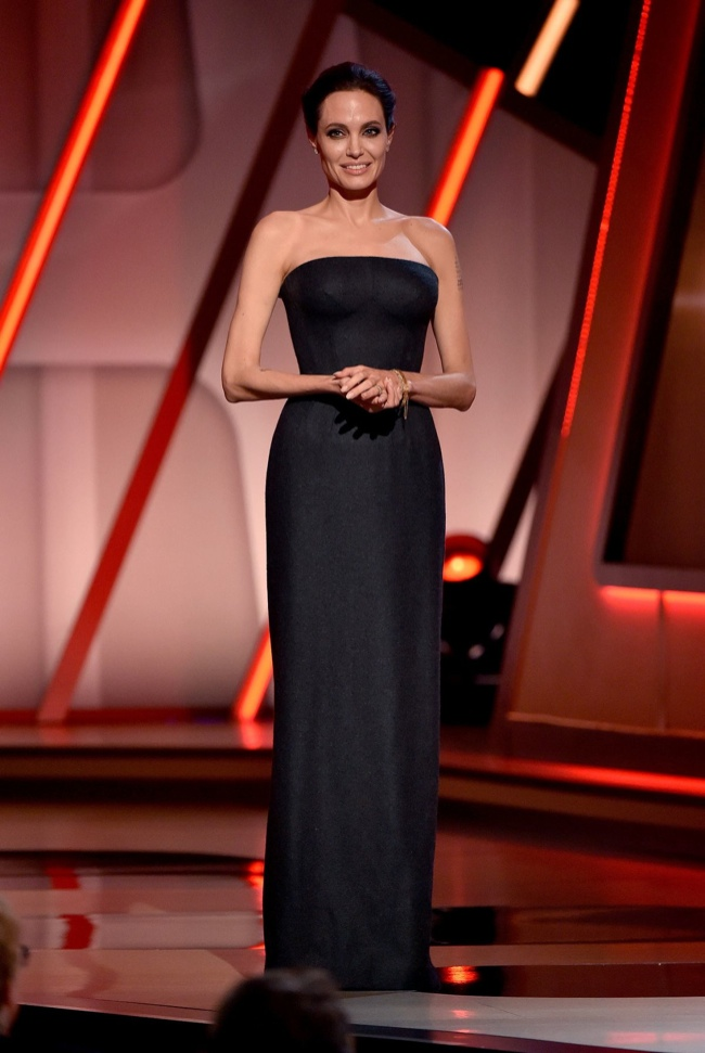Angelina Jolie stunned in a Atelier Versace gown