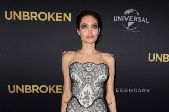 angelina-jolie-lace-gucci-gown01
