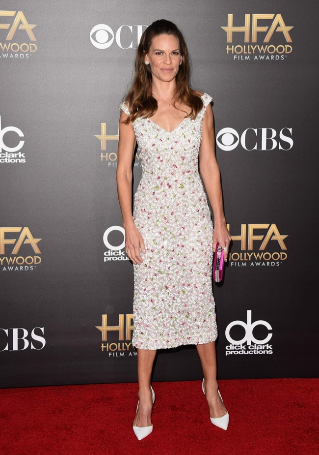 Hilary Swank shined in Nicholas Oakwell Couture