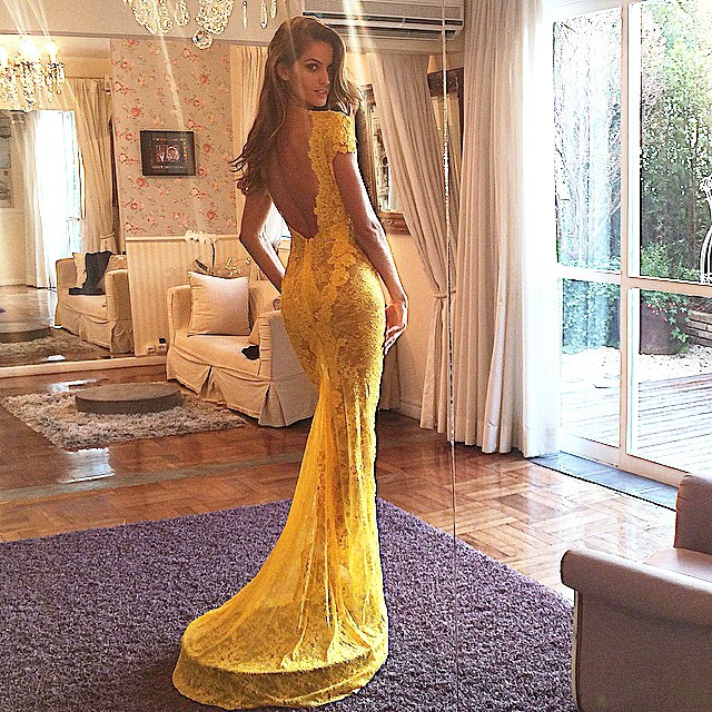 Izabel Goulart shows off her figure at gown fitting