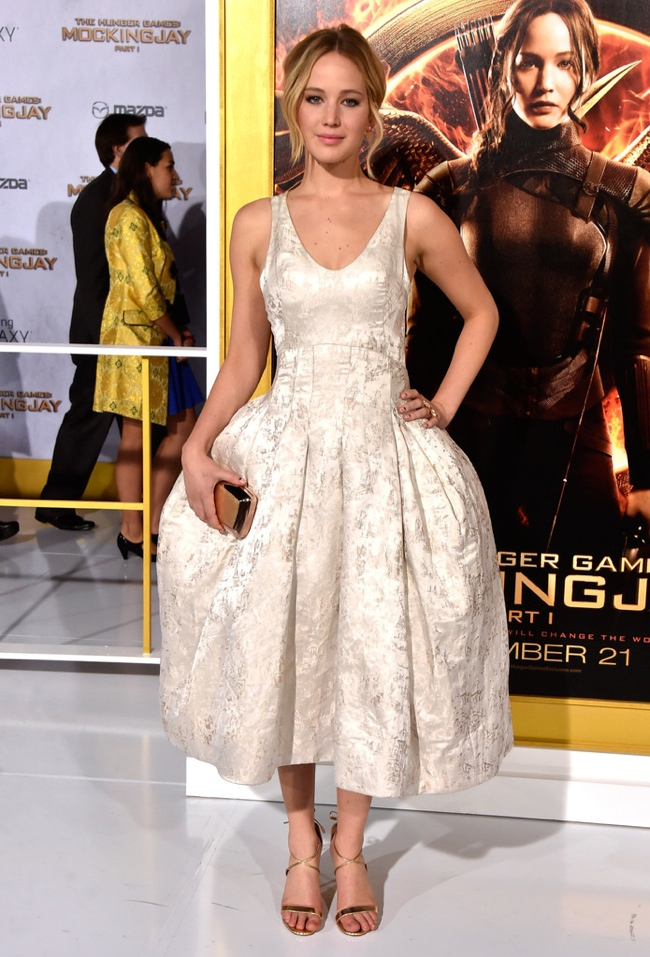 "Jennifer Lawrence Shines in Dior Couture at ""The Hunger Games: Mockingjay - Part 1"" LA Premiere"