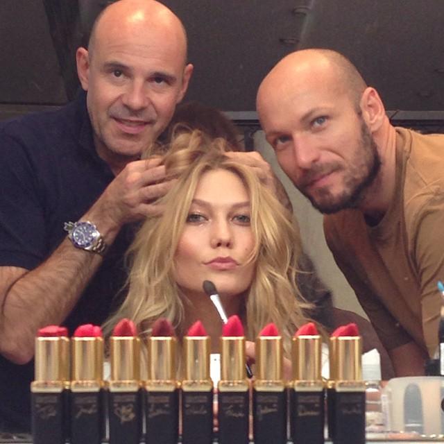 Karlie Kloss poses with L'Oreal Paris team