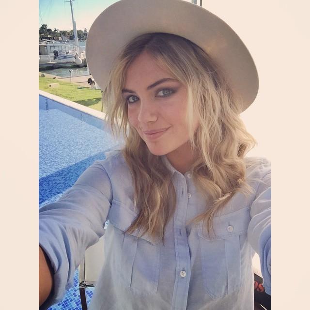 Kate Upton takes a selfie