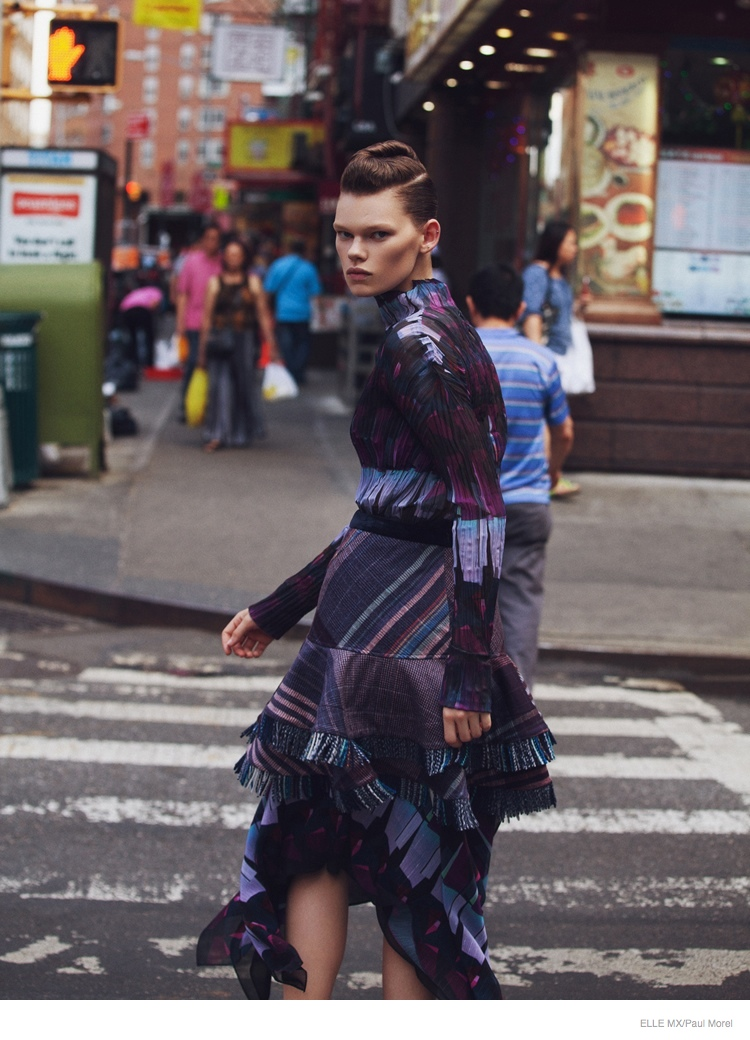 Kelly Mittendorf Hits the Streets for Elle Mexico by Paul Morel