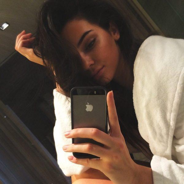 kendall-jenner-selfie