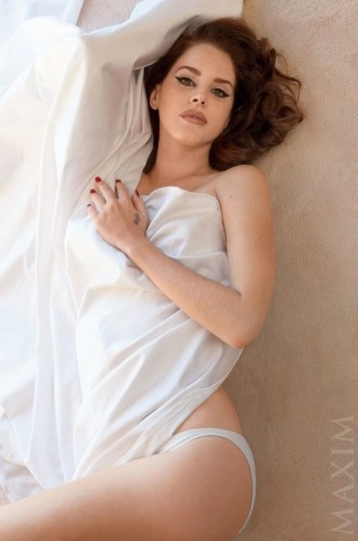 lana-del-rey-maxim-december-2014-photos03