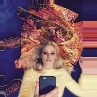Lara Stone takes a selfie