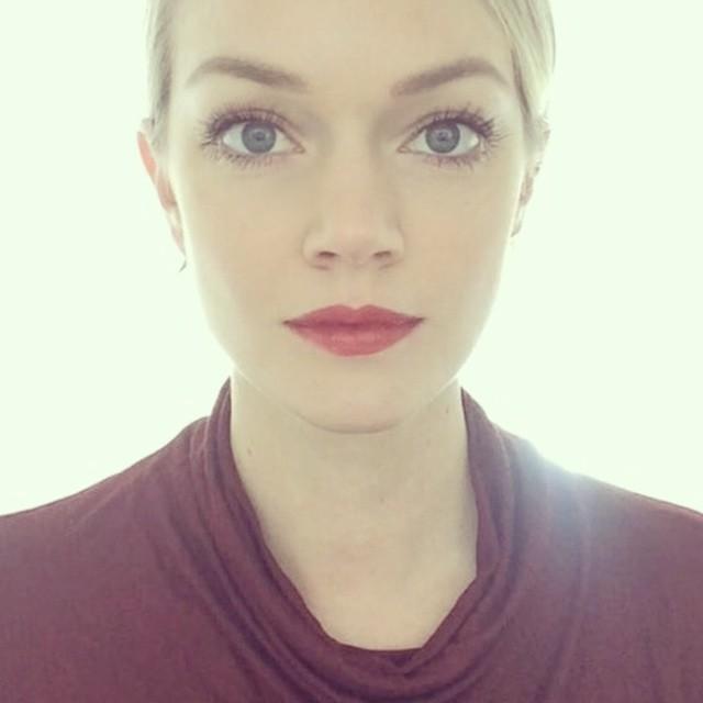 Lindsay Ellingson shows off red lipstick style