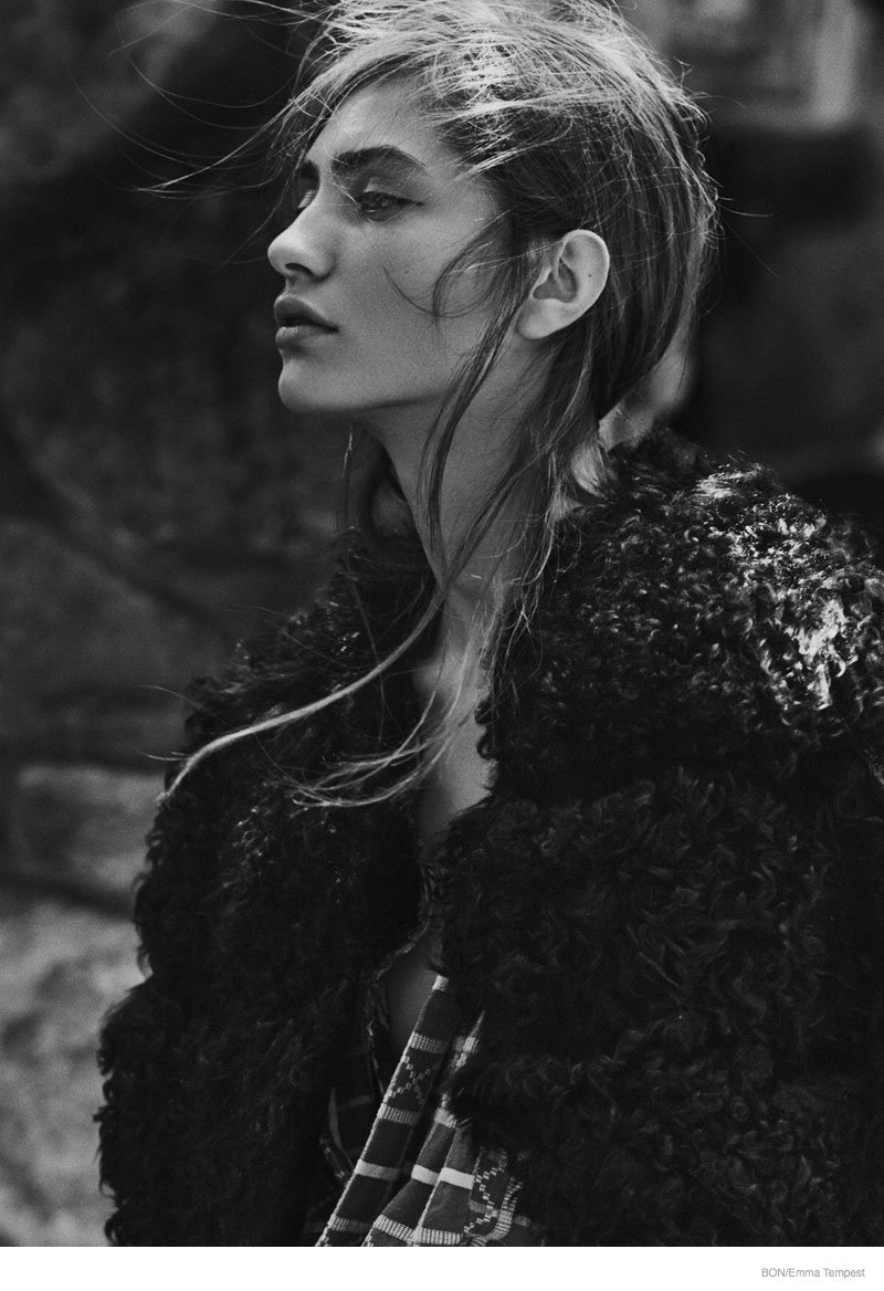 marine deleeuw model04 Marine Deleeuw Wears Outdoors Fashion for Bon by Emma Tempest