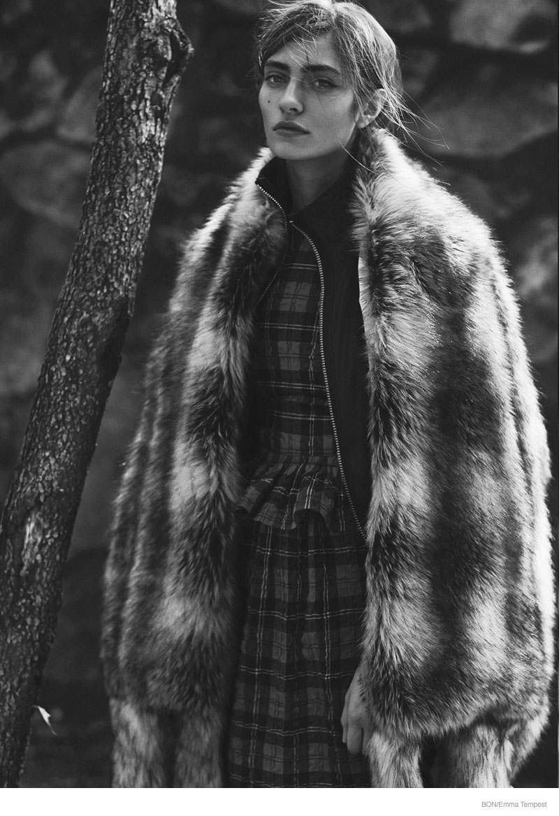 marine deleeuw model06 Marine Deleeuw Wears Outdoors Fashion for Bon by Emma Tempest