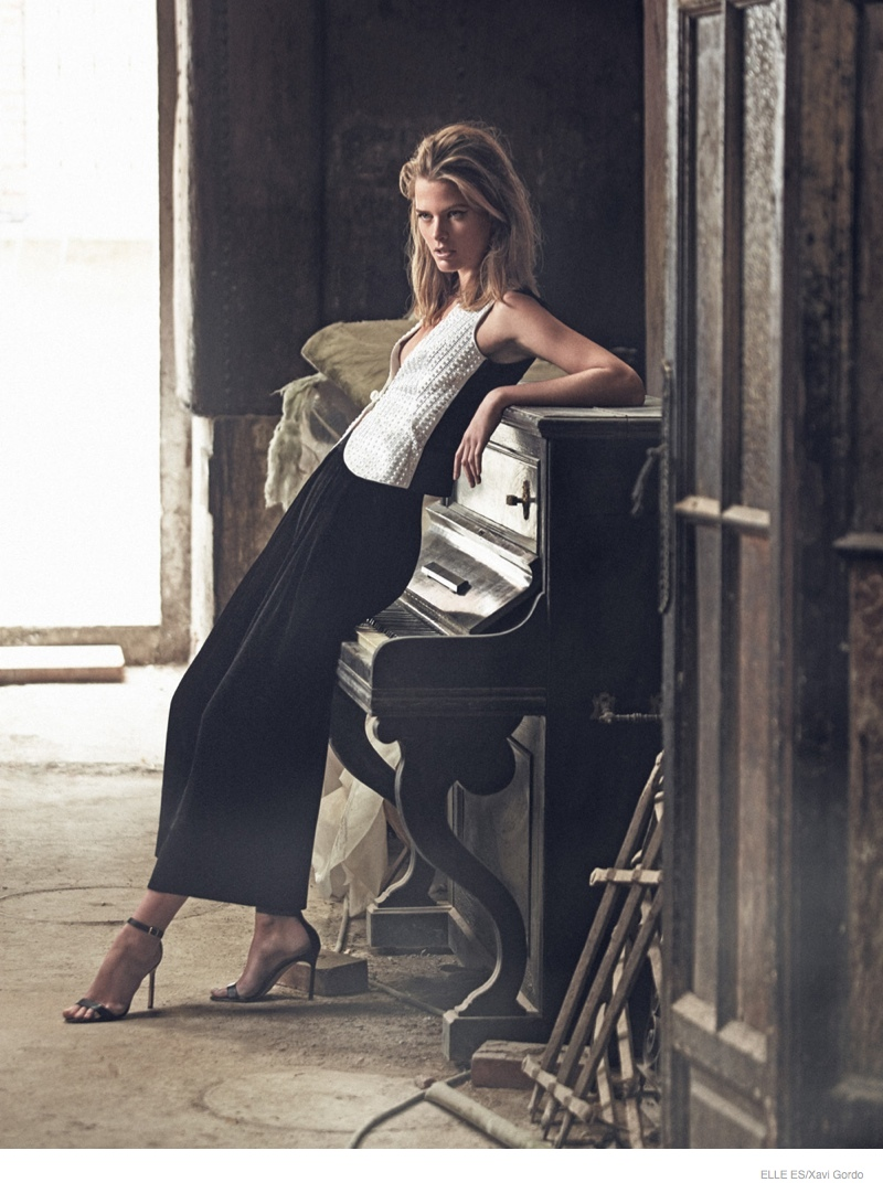 michaela-black-white-fashion-photos02