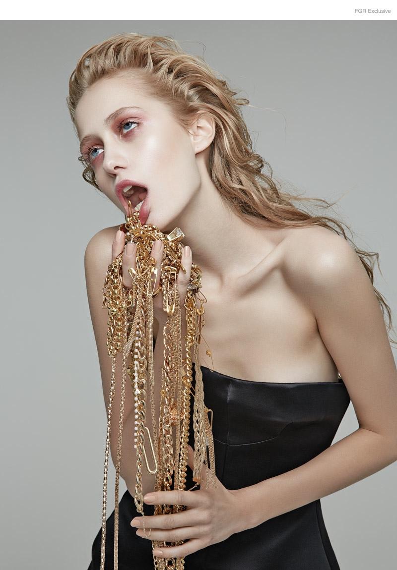 Corset Ellery, Chains Silo, Accessorize, Diva, Bozart; Ring Mawi