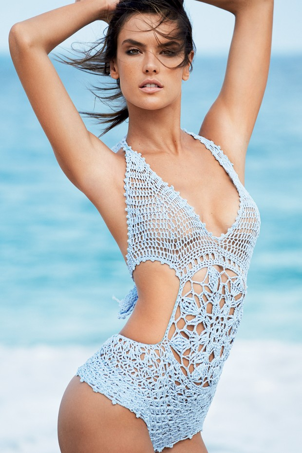 Alessandra Ambrosio Is Looking Hot On Vogue Brazil January
