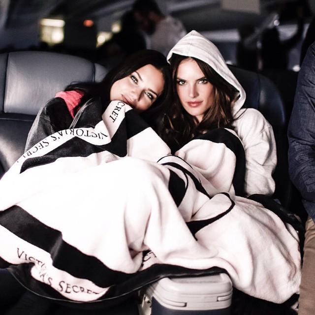 Adriana Ambrosio and Alessandra Ambrosio take flight to London