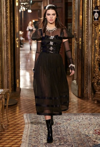 chanel-pre-fall-2015-runway-show78