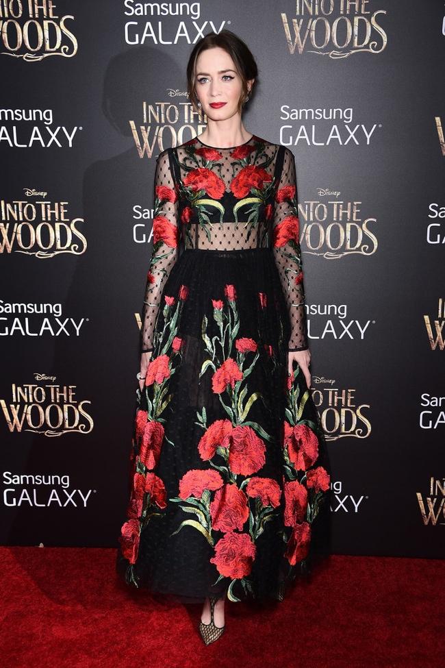emily-blunt-dolce-gabbana-floral-dress