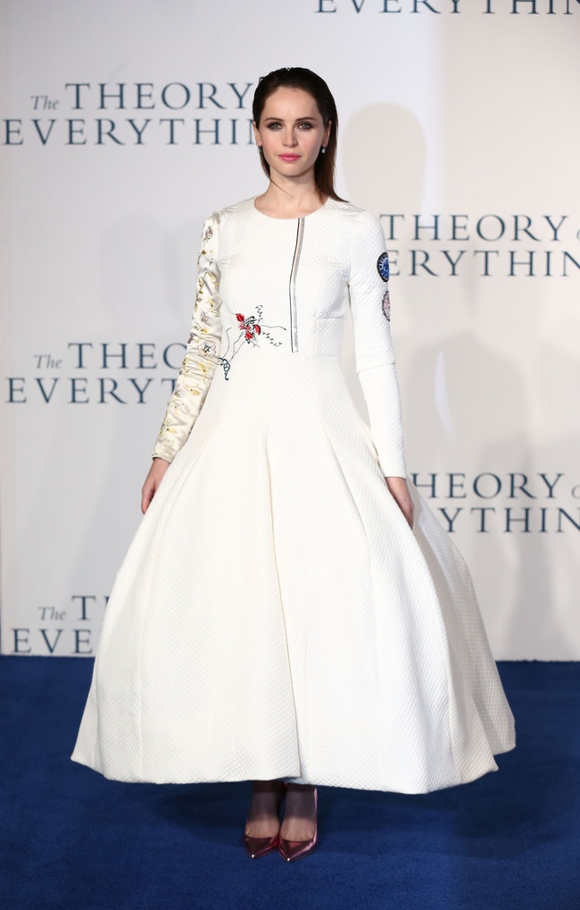 "Felicity Jones Wears Dior Haute Couture Dress at ""The Theory of Everything"" UK Premiere"
