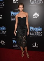 Karlie Kloss Wears All Black, Named Model of The Year at 2014 People Magazine Awards