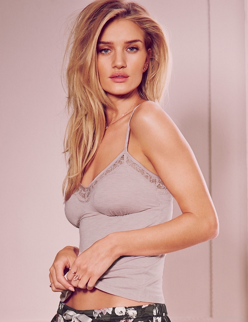 Rosie Huntington Whiteley Models Pajamas Amp Lingerie For