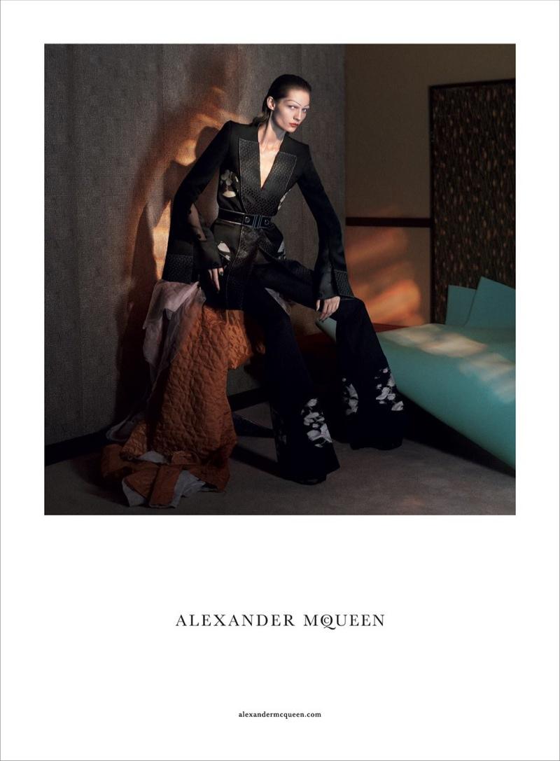 alexander-mcqueen-spring-summer-2015-ad-campaign05
