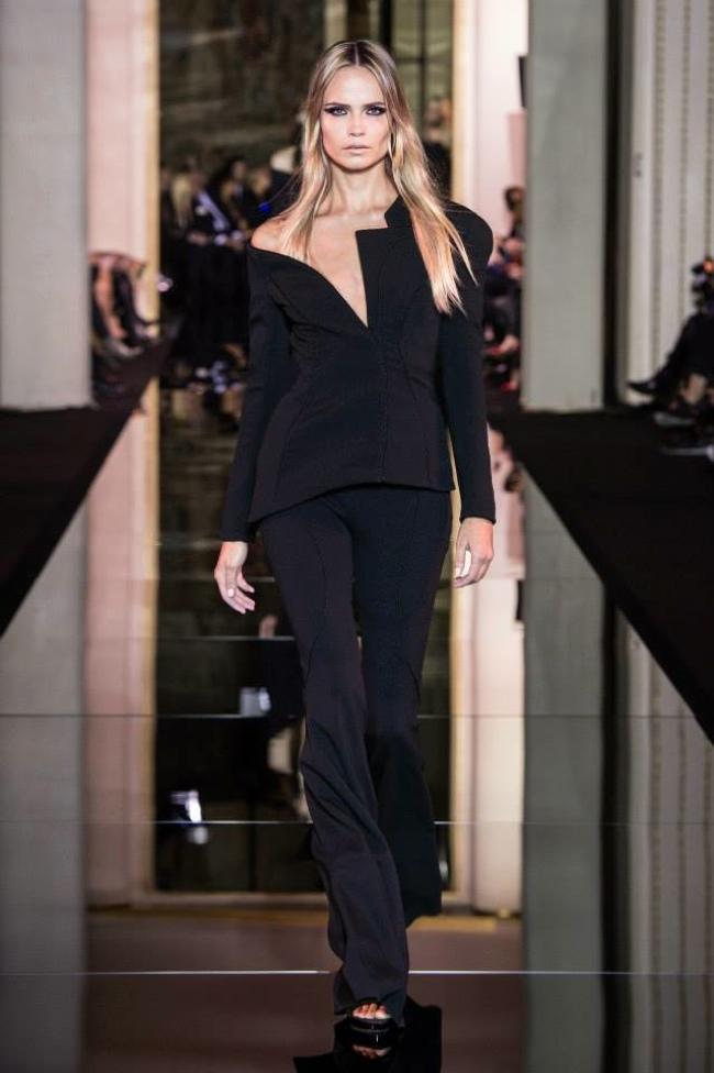 atelier-versace-haute-couture-spring-2015-runway01