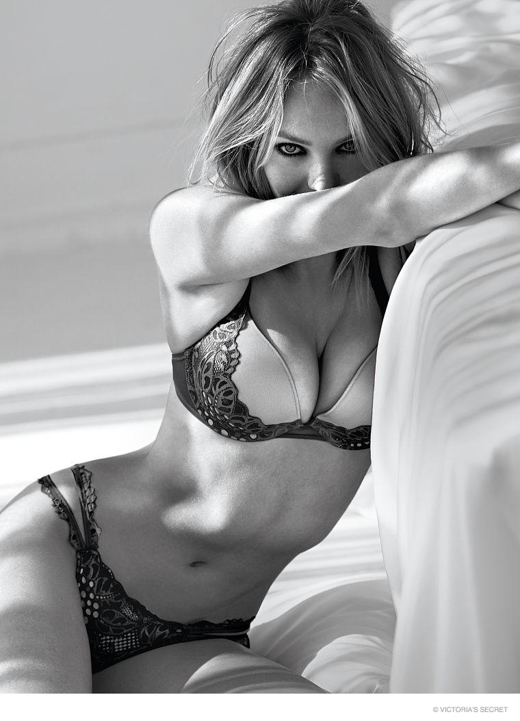 candice-swanepoel-victorias-secret-underwear-pictures12