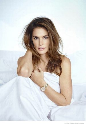 Cindy Crawford Talks the Heyday of Supermodels & Poses for the Evening Standard