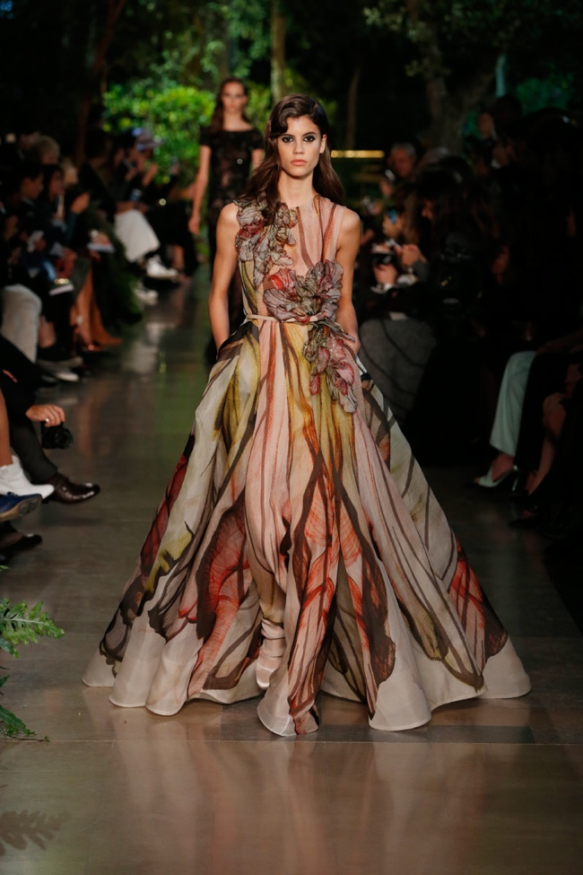 Elie saab spring 2015 haute couture dressed in nostalgia for Haute couture 2015