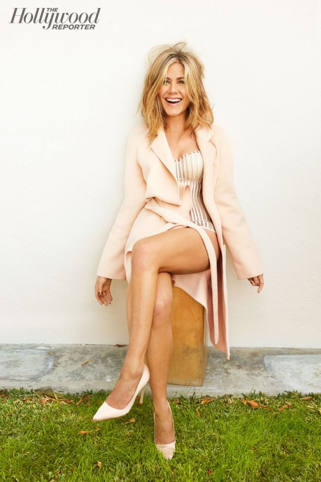jennifer-aniston-hollywood-reporter-january-2015-photos3