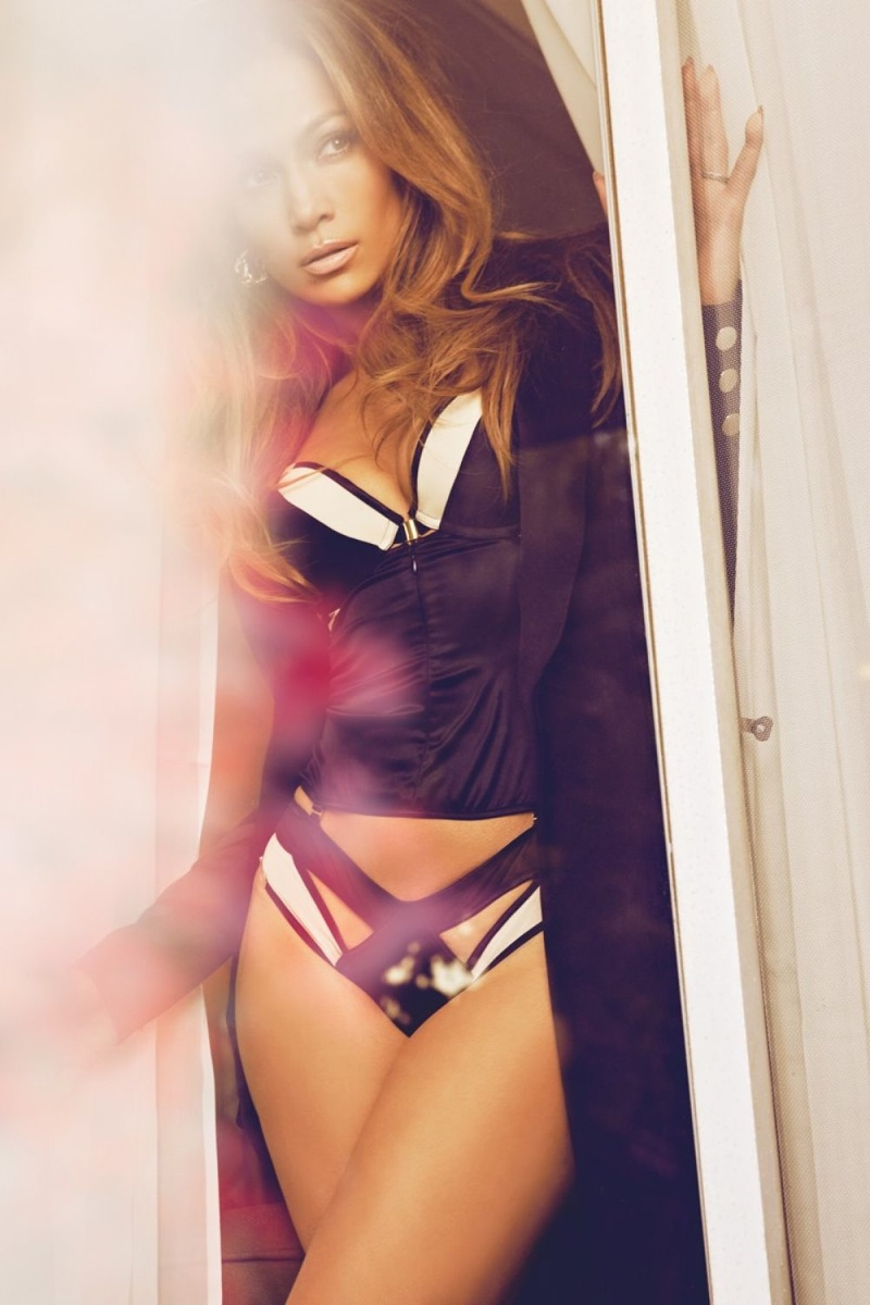 jennifer-lopez-complex-february-2015-photos03