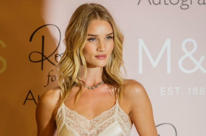 rosie-huntington-whiteley-slip-dress-event02