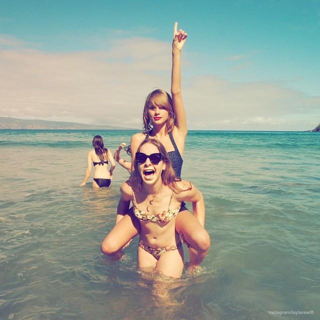 taylor-swift-haim-swimsuit-photos05