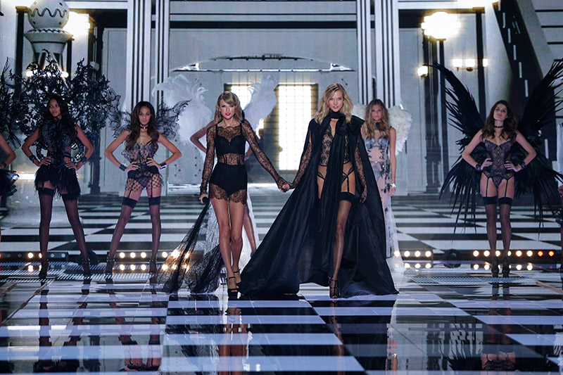 taylor-swift-karlie-kloss-victorias-secret