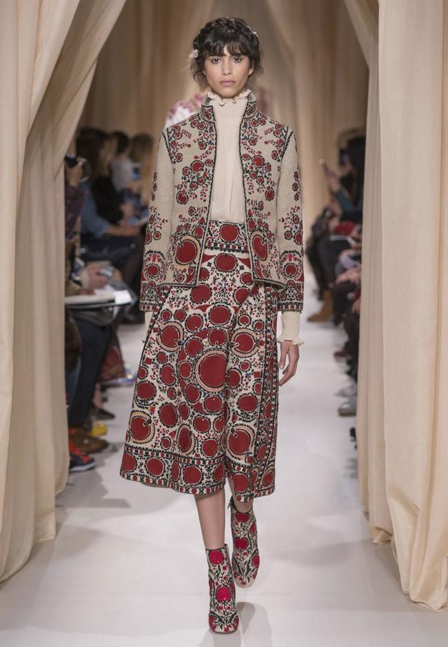 valentino-haute-couture-spring-2015-runway-photos03