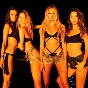 Victoria's Secret Models Hit Puerto Rico for Swimsuit Fashion Shoot