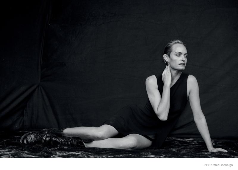amber-valletta-black-white-editorial07