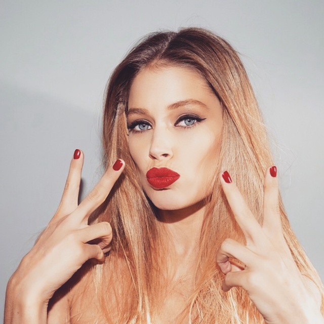 Doutzen Kroes rocks red lips and manicure for L'Oreal Paris project