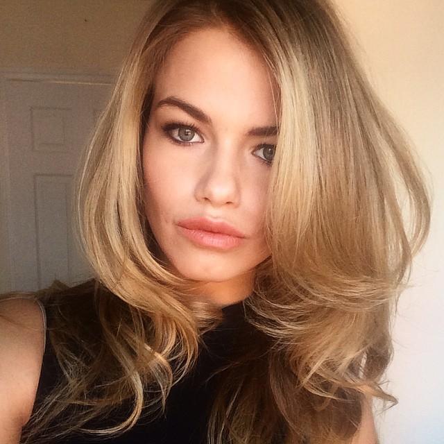Hailey Clauson shares a sexy selfie