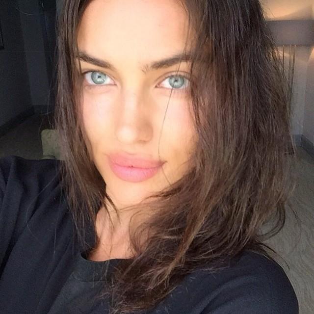 Irina Shayk takes a fresh faced selfie