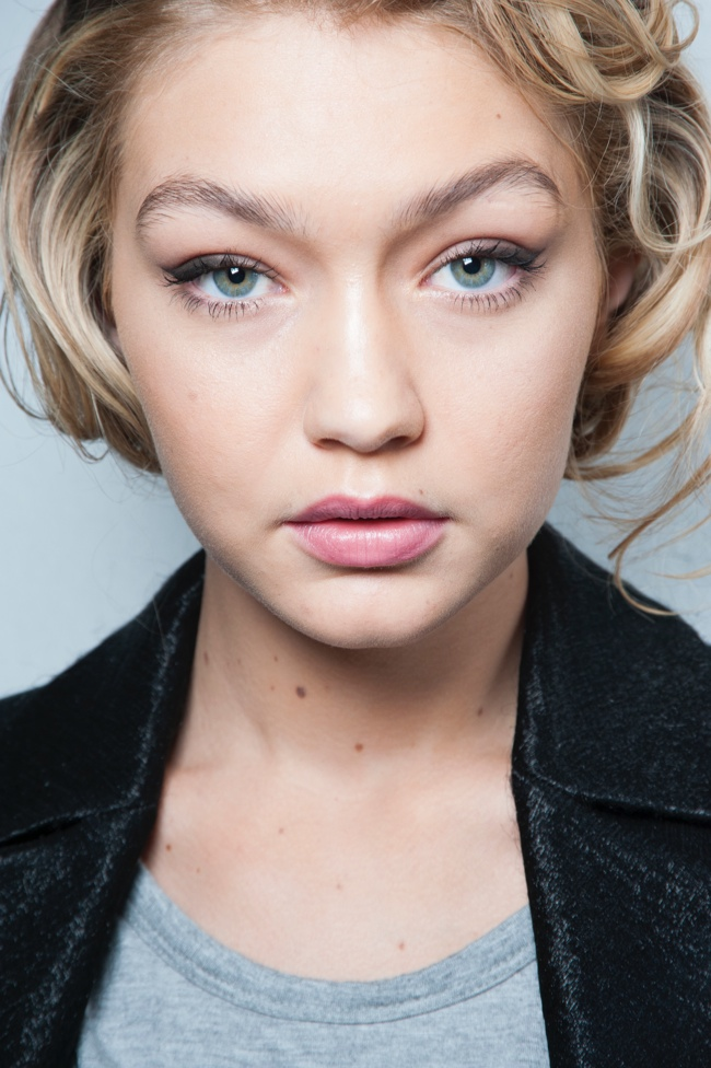 Gigi Hadid channels Marilyn Monroe at Max Mara fall 2015