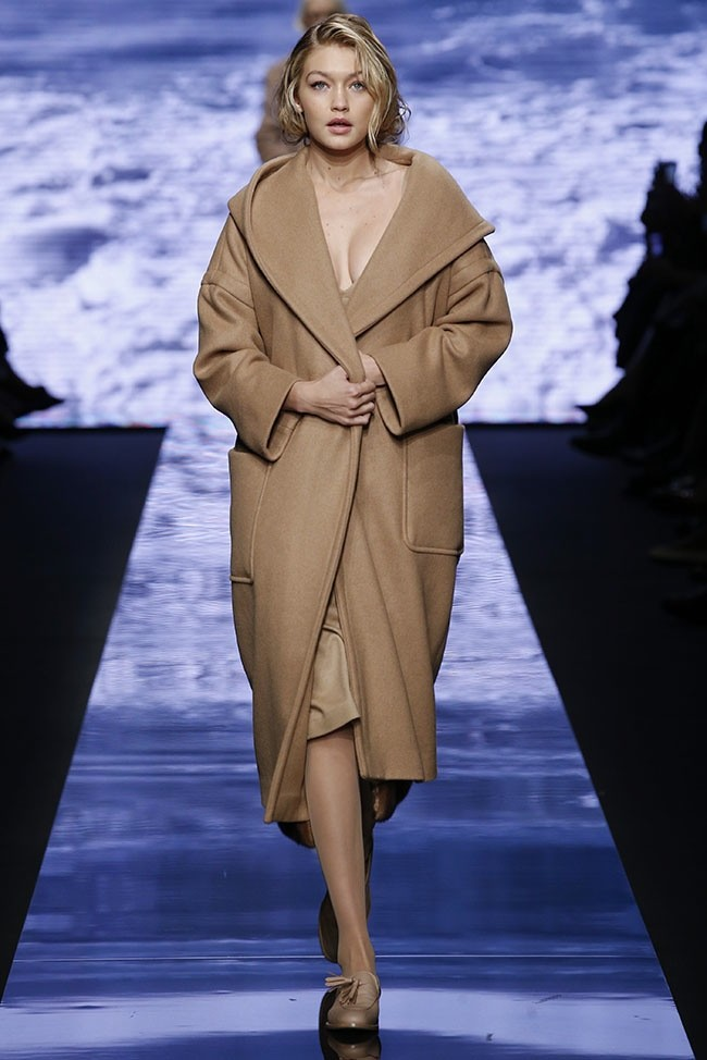 max-mara-fall-winter-2015-runway01